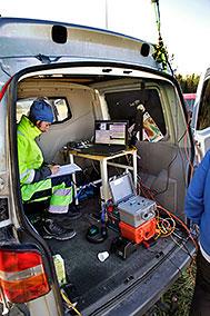 Joachim Place övervakar att datorn har förbindelse med sensorerna och att data tas emot.
