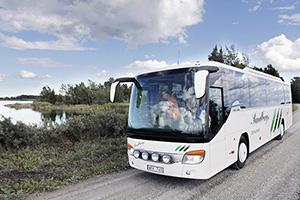 Bussen med besökare på väg till SFR i augusti 2013.